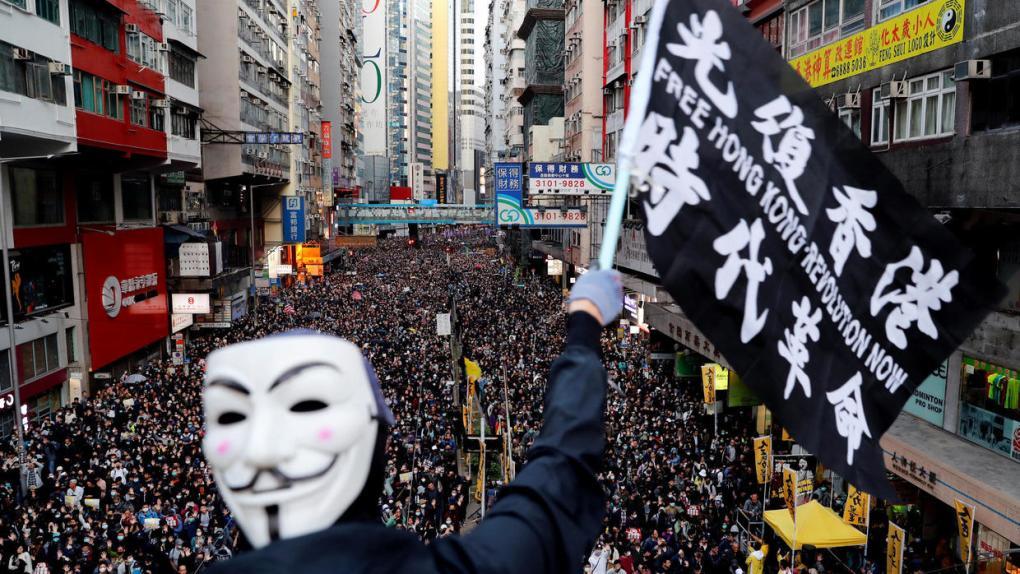 Százakat vettek őrizetbe az új év első megmozdulásán Hongkongban