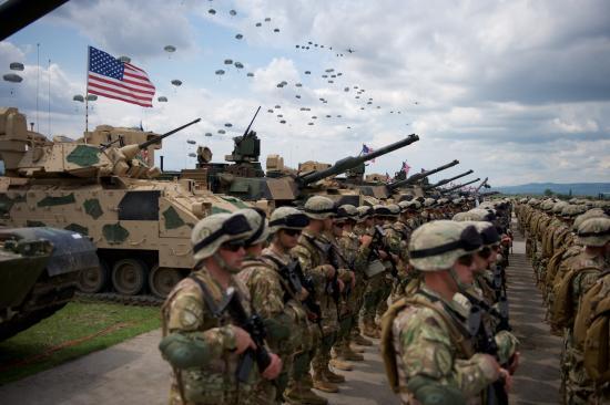 NBC: Washington további mintegy 3000 katonát vezényel a Közel-Keletre