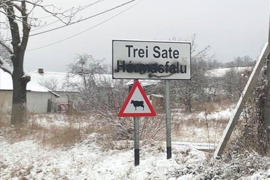 A rendőrség egy Bákó megyei férfit gyanúsít a székelyföldi magyar helységnévfeliratok lemázolásával