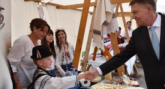 Iohannis: Jelenleg nem áll szándékomban elutasítani a gyermekpénz megduplázásáról szóló törvény kihirdetését