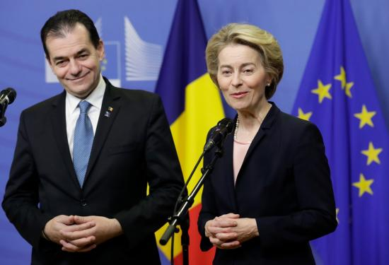 Von der Leyen: Brüsszel támogatja az Orban-kormányt