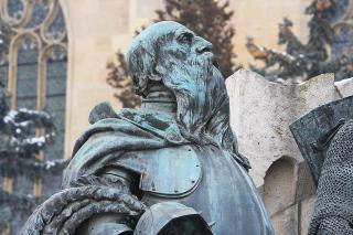 Karbantartás hiányában rossz állapotban a Mátyás-szobor