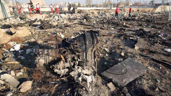 Ukrán repülő - Zelenszkij megígérte, hogy mihamarabb hazaszállítják az ukrán áldozatok holttesteit