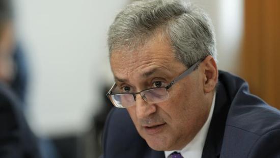 Belügyminiszter: megszüntetjük a nagyon magas fizetéssel járó állásokat