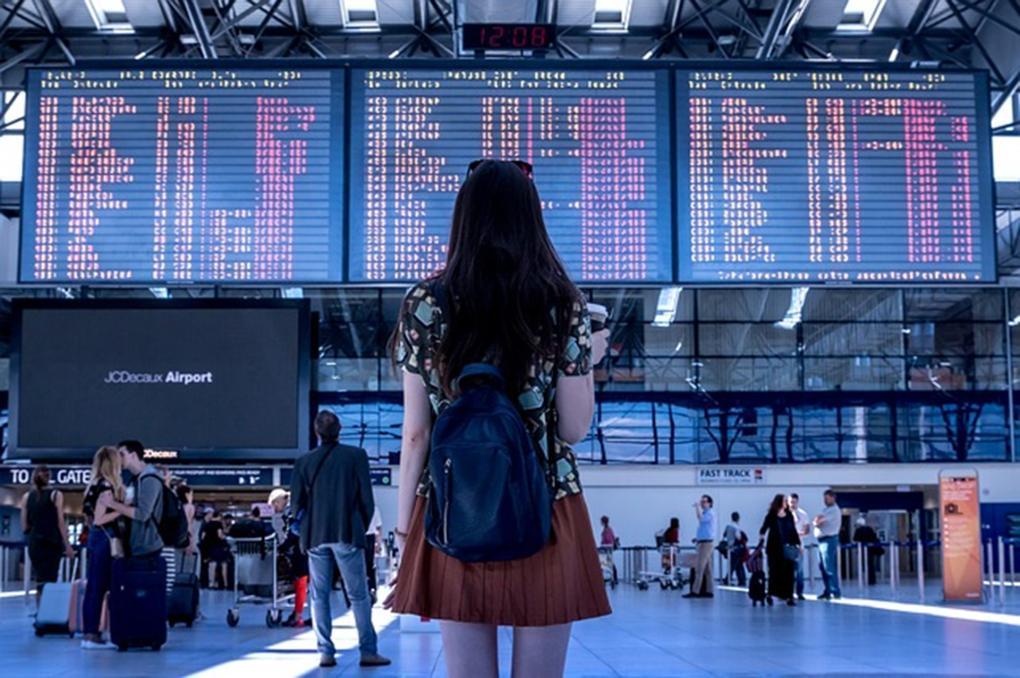Járatkésés esetén kártérítést, étkezést, szállást igényelhetnek az utasok