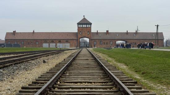 Az európai püspökök elítélik az antiszemitizmust és az igazság manipulálását Auschwitz felszabadításának évfordulóján