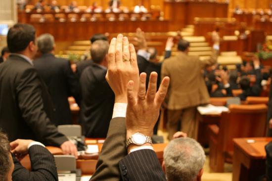 Múlt héten megbuktatott kormányához kér ismét bizalmat Ludovic Orban