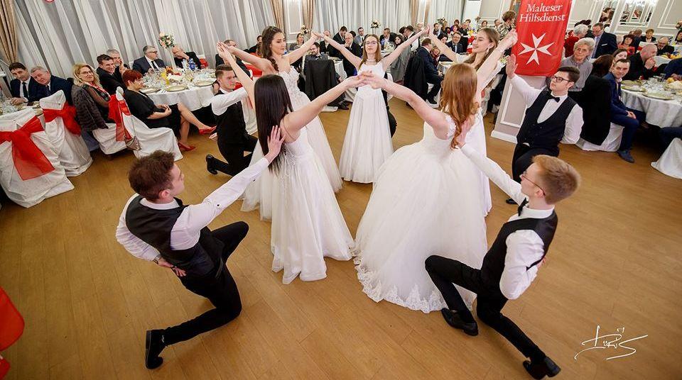 A Bethlen-kollégium táncosai nyitották meg a bált