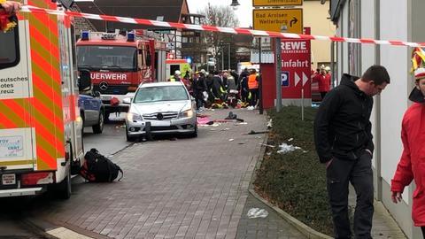 A tömegbe hajtott egy autós egy németországi farsangi felvonuláson