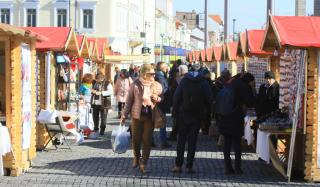 Csecsebecsék sokasága a tavaszi vásáron