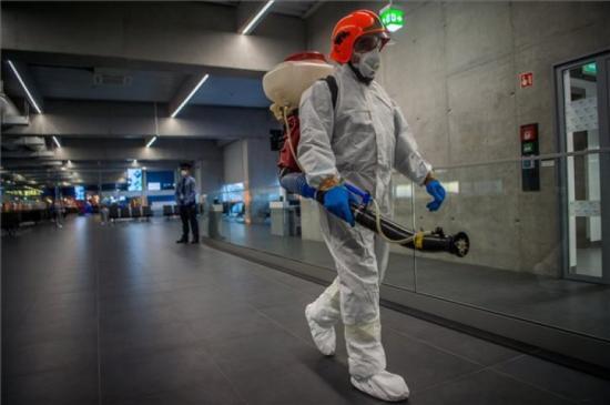 Koronavírus -Tízezer lejes bírság a karantén be nem tartása miatt