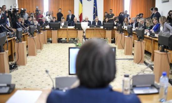 """Miniszterek meghallgatása: tizenhatból kilenc """"pozitív"""""""