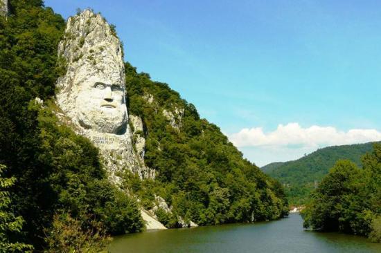 Modern mítoszok és ezotéria a román történetírásban