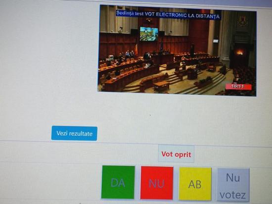 Történelmi pillanat: on-line együttes ülésen a parlament két háza. Bevezették a távszavazást