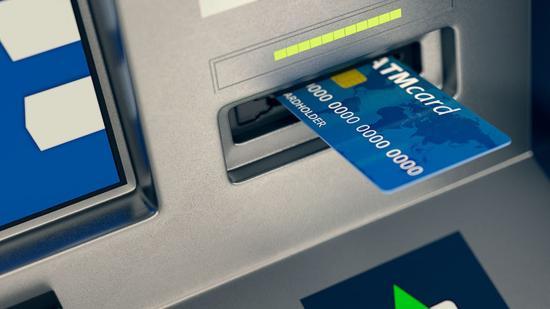 Két férfit tetten értek, amikor felrobbantottak egy bankautomatát Kovászna megyében