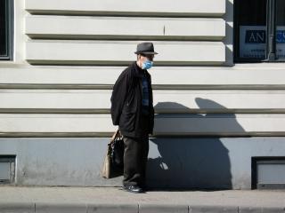 Egyre többen járnak védőmaszkkal Kolozsváron