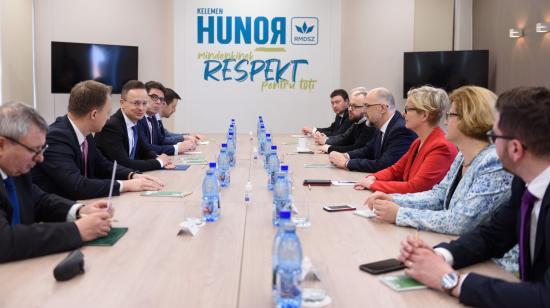 """A jövőbe """"menekülés"""" üzenetével jött Szijjártó Péter Kolozsvárra"""