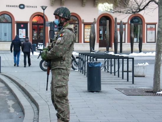 VIDEÓK - Utcára vonult a katonaság Kolozsváron
