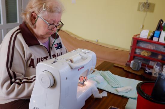 Több száz védőmaszkot varrtak eddig a rászoruló kórházaknak Kalotaszegen
