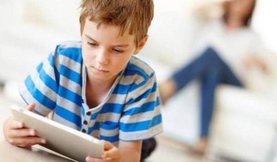Táblagépeket vásárol az online oktatáshoz a kolozsvári városháza