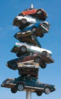 Harmadolt a válság az üzemanyag- és az autópiacon