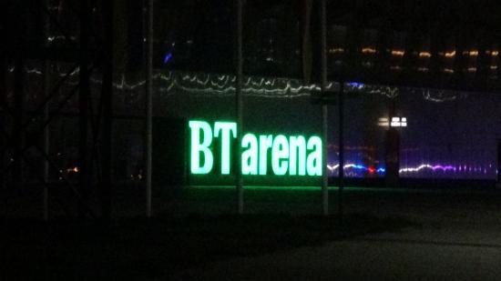 VIDEÓ - Fénynyaláb az új sportcsarnok fölött