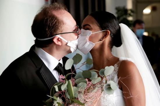 Vela: hónapokig nem lehet majd szó több száz fős esküvőkről