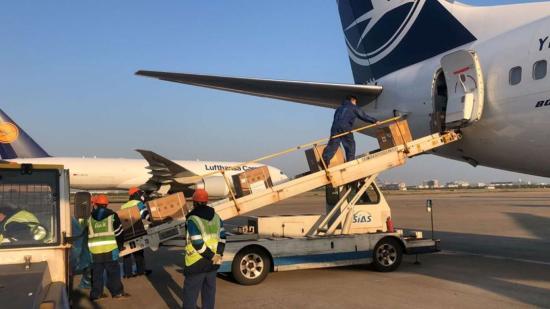Repülőnyi védőfelszerelés érkezik Kolozs megyébe Sanghajból
