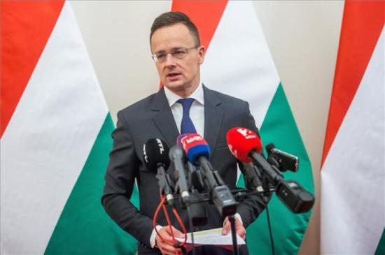 Szijjártó Iohannisnak: Több tiszteletet a magyaroknak!