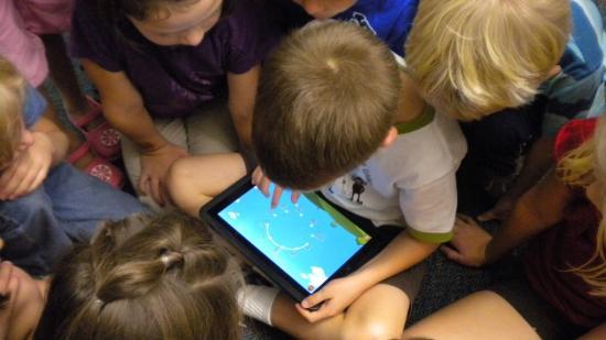 Százötven millió lejből táblagépeket vásárolnak a rászoruló diákoknak