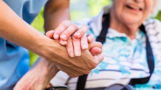 Koronavírus - különvonatok az osztrák idősgondozásban dolgozó román vendégmunkások számára