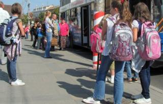 A tanulók ingyen utazhatnak a közszállítási járműveken