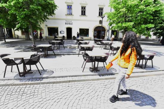 Milyen szabályok érvényesek a vendéglők és kávézók teraszaira?