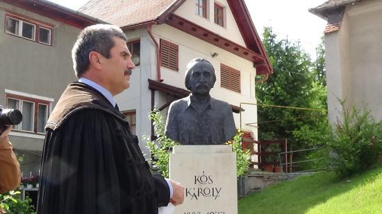 VIDEÓ - Trianon 100 - Kolozsvári koszorúzás Kós Károly szobránál