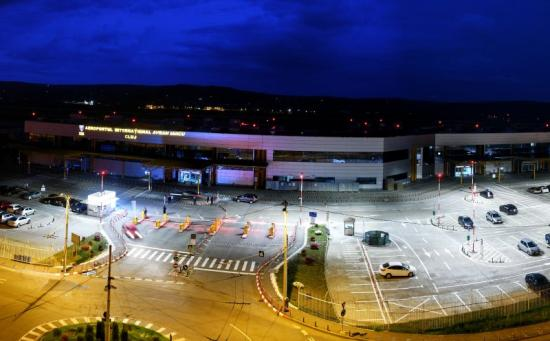 Korszerű világítás és videorendszer a reptéri parkolóban