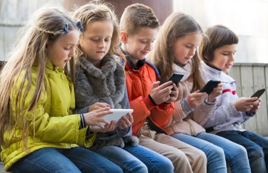 Kutatás: fel kell készíteni a gyerekeket az online tér veszélyeire