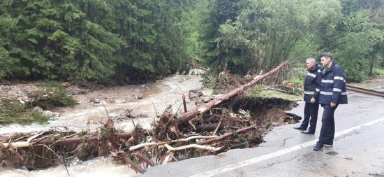 Árvízkárok Kolozs megyében: utakat, hidakat sem kímélt az ár