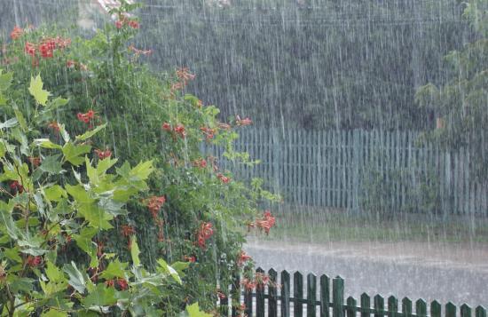 Ma estig heves esőzések, felhőszakadások várhatók