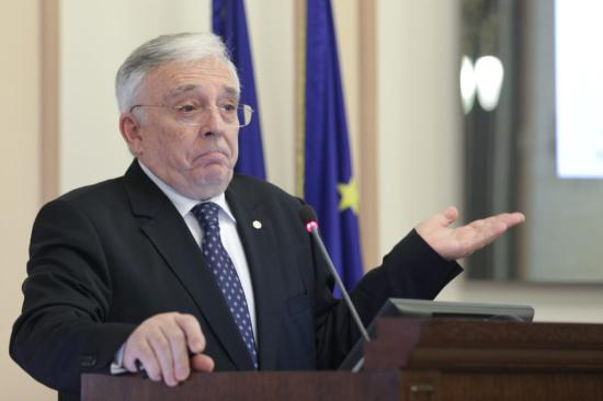 Besúgással vádolják Mugur Isarescut