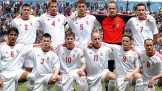 Négy válogatott szögre akasztotta a focicsukát