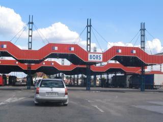 Korlátozásokat vezet be Magyarország a sárga és piros zónából érkezők számára