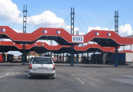 Korlátozásokat vezet be Magyarország a Romániából érkezők számára is