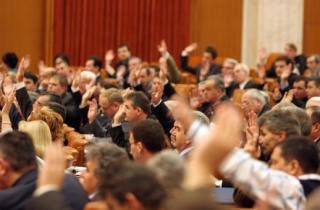 Kéthetes rendkívüli ülésszakon a parlament