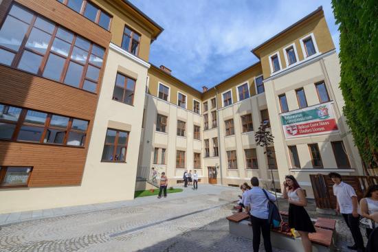 Mennyi pénz kapnak a kolozsvári önkormányzattól a jól tanuló diákok?