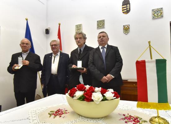 Magyar állami kitüntetéseket adtak át