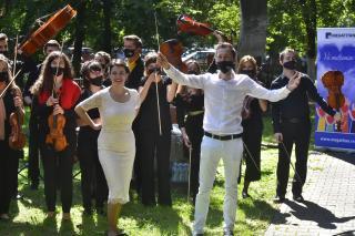 Klasszikus zenei koncert… a városi kórház udvarán