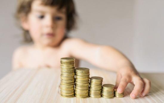 Szakaszosan növelné az Orban-kormány a gyermekpénzt