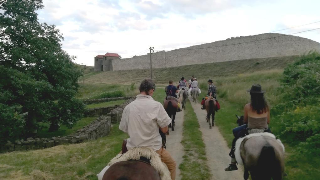 Négynapos lovaglás Erdély római kori végvárának felfedezésére