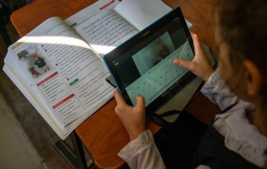 Szeptember 10-e után kapnak táblagépet a rászoruló gyermekek