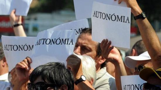 A világjárvány, a decentralizáció avagy autonómia